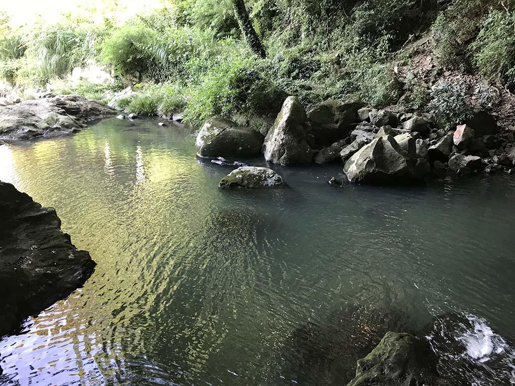 鮎屋の滝で川遊び1