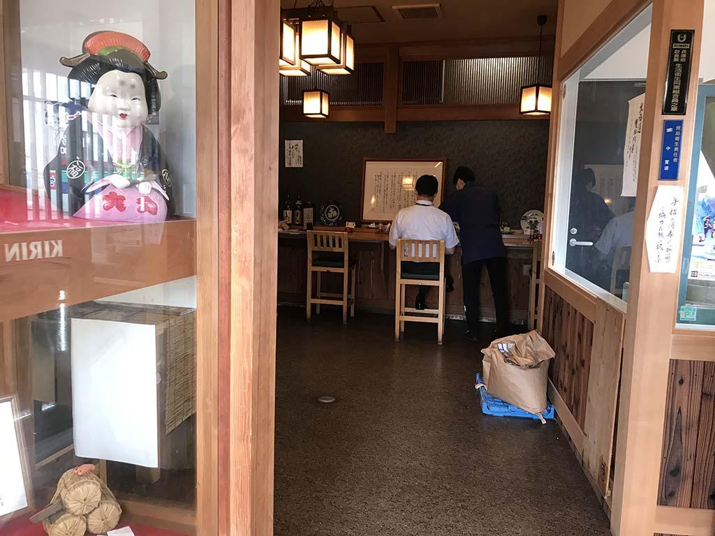 石挽そば丸中(まるなか)淡路島 店内1