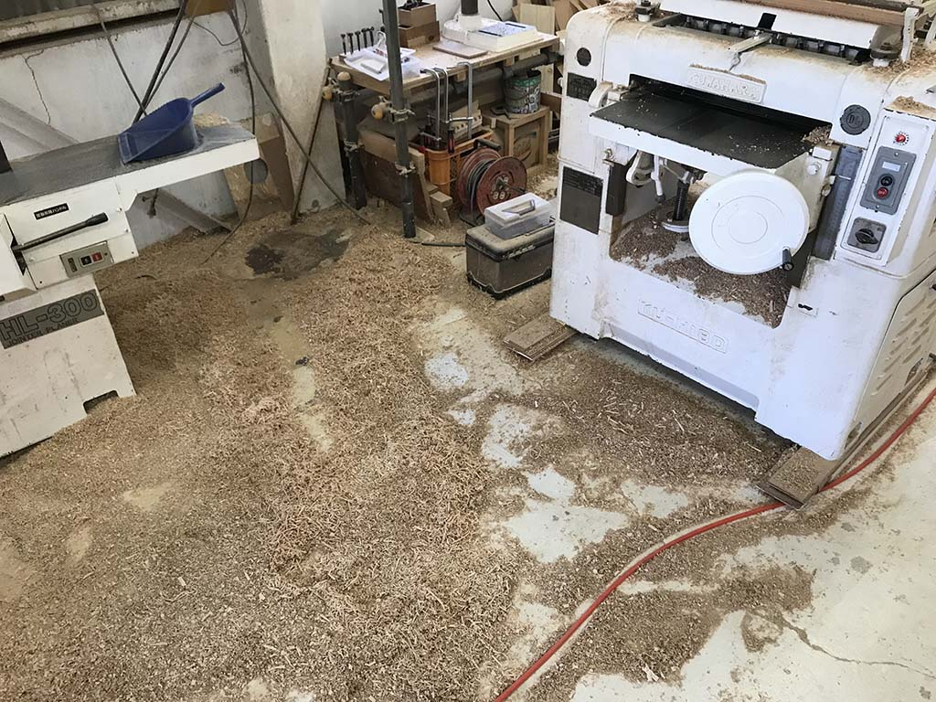 家具作りで出る鉋屑(かんなくず)2